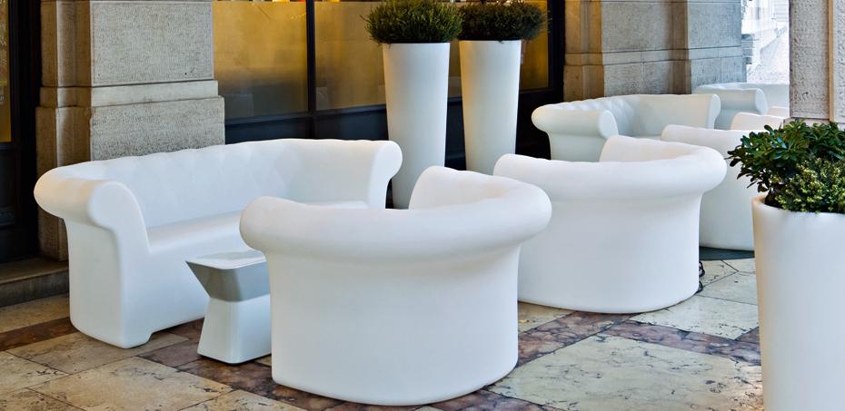 Mobilier ext rieur sirchester par serralunga design for Mobilier exterieur design italien